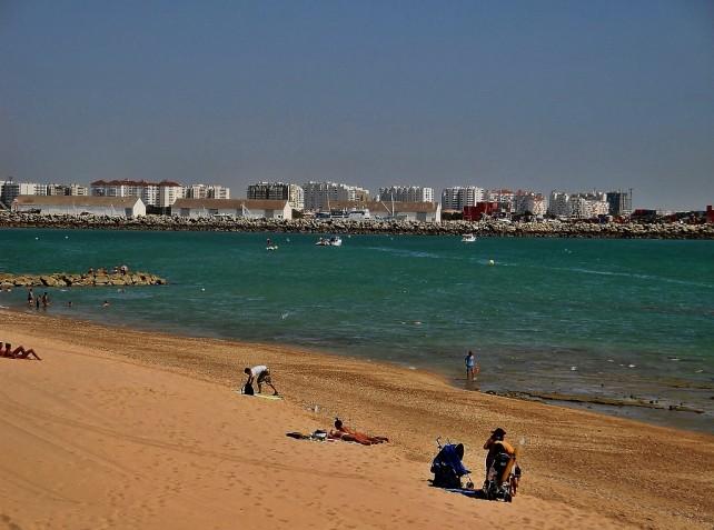 Jak podróżować z głową cz.2,  plaża koło Kadyksu