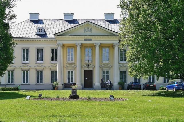 Zamek w Oporowie, Walewice