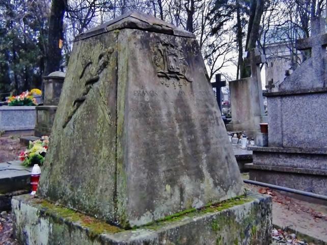Opinogóra cmentarz z masońskimi nagrobkami