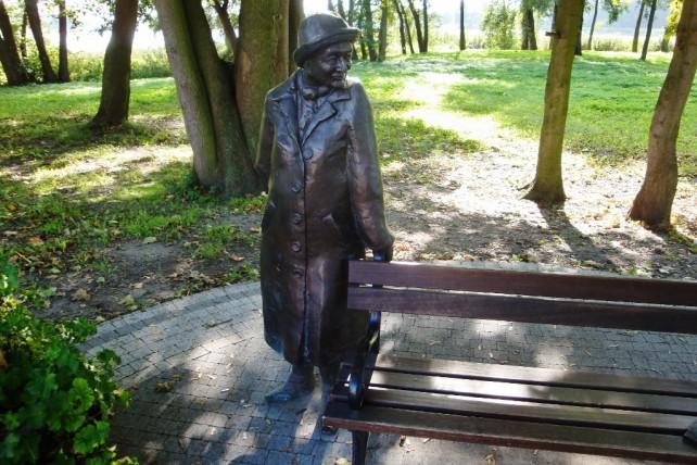 Pomnik Wisławy Szymborskiej w Kórniku