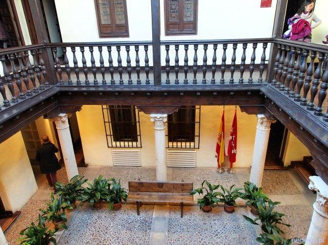 Alcala de Henares, dom Cervenatesa