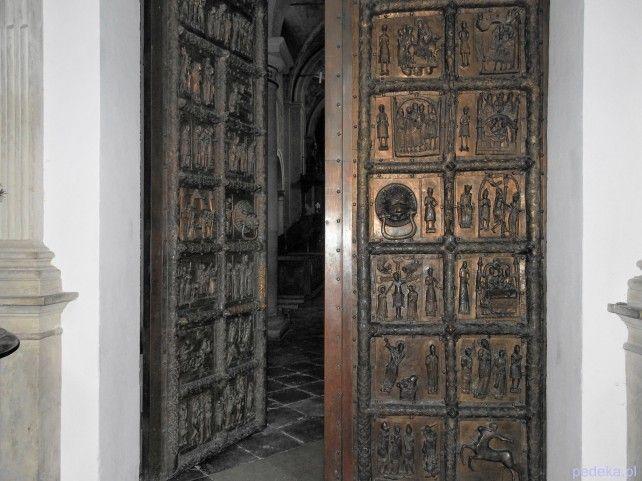 Co zwiedzać w Płocku? Drzwi Płockie
