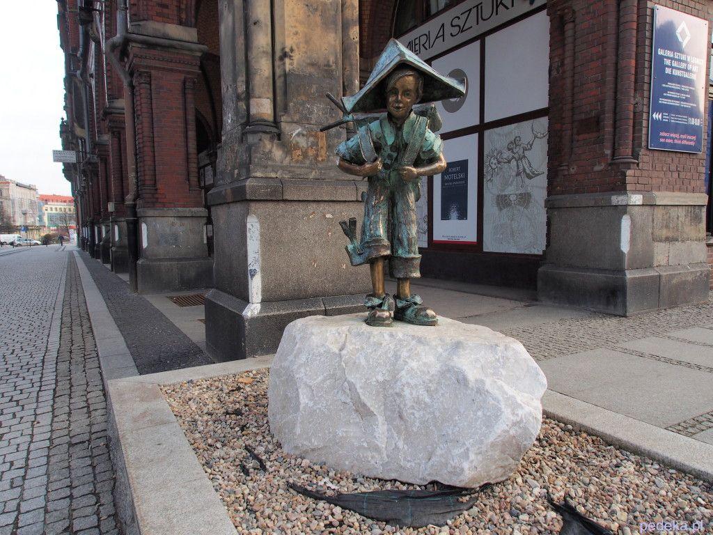 Zwiedzanie Legnicy, pomnik Julka