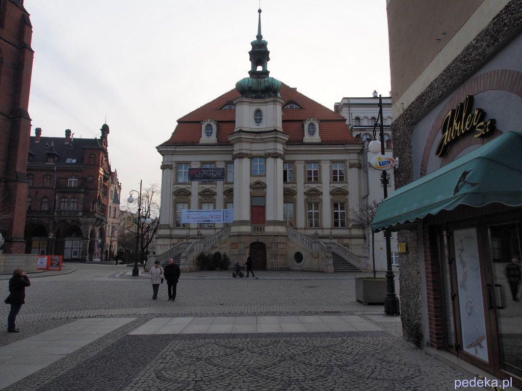 Zwiedzanie Legnicy, Stary ratusz