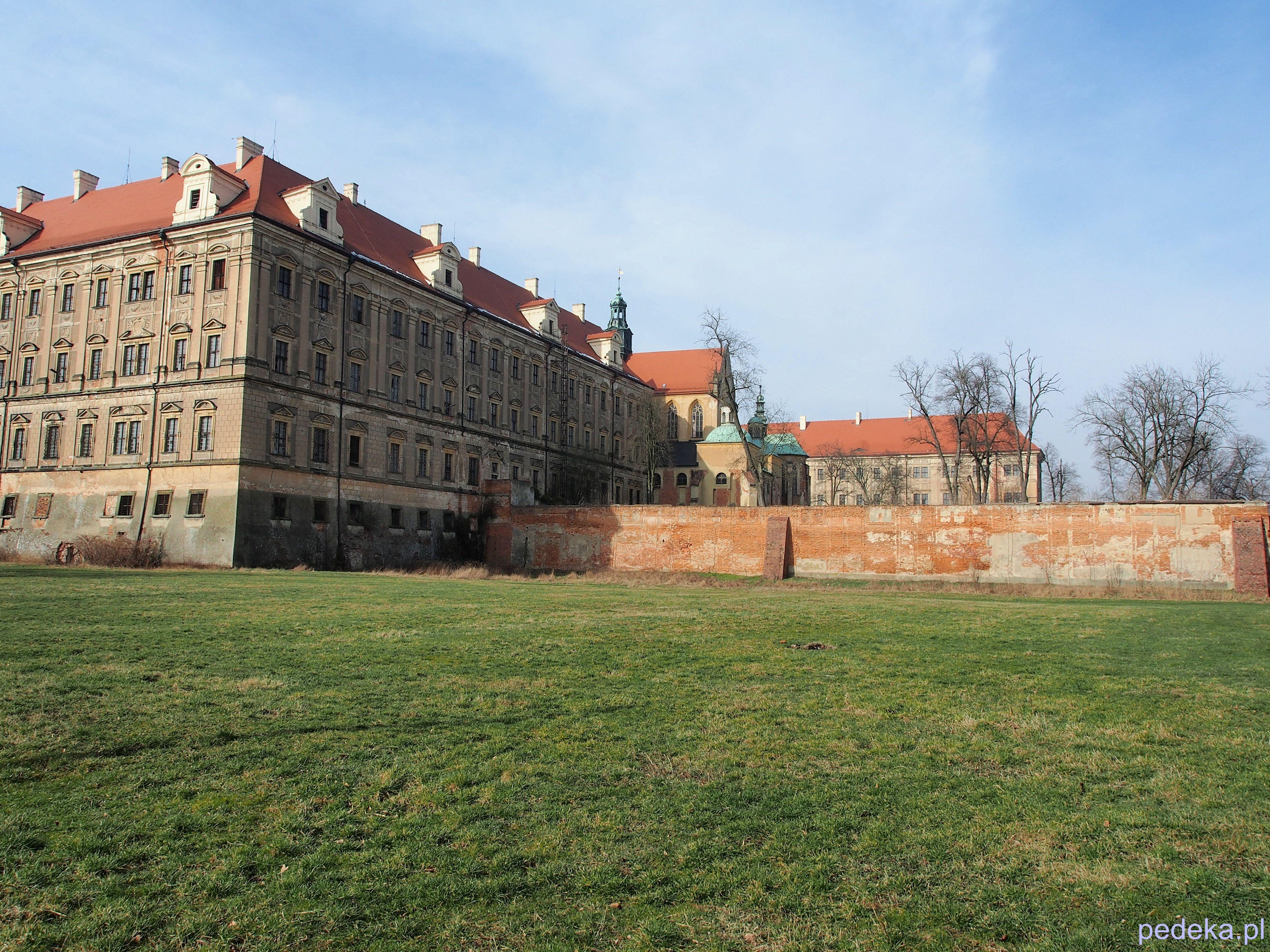 Zwiedzanie opactwa w Lubiążu