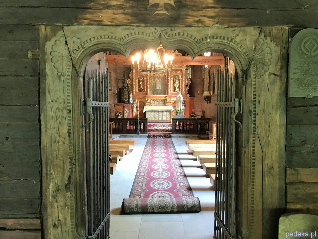 Zwiedzanie kościoła w Sękowej