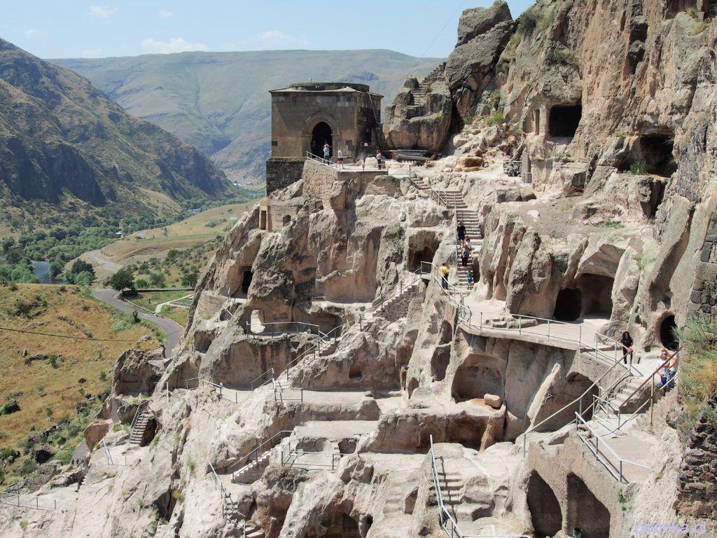 Zwiedzanie skalnego miasta Wardzia