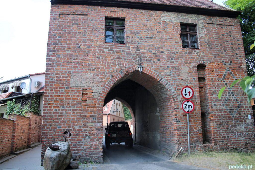 W mieście zachowały się dwie stare bramy: Marchijska, pochodząca z XVI – XVIII wieku, bardzo malownicza oraz Brama Polska. Obie znajdują się w sąsiedztwie zamku.