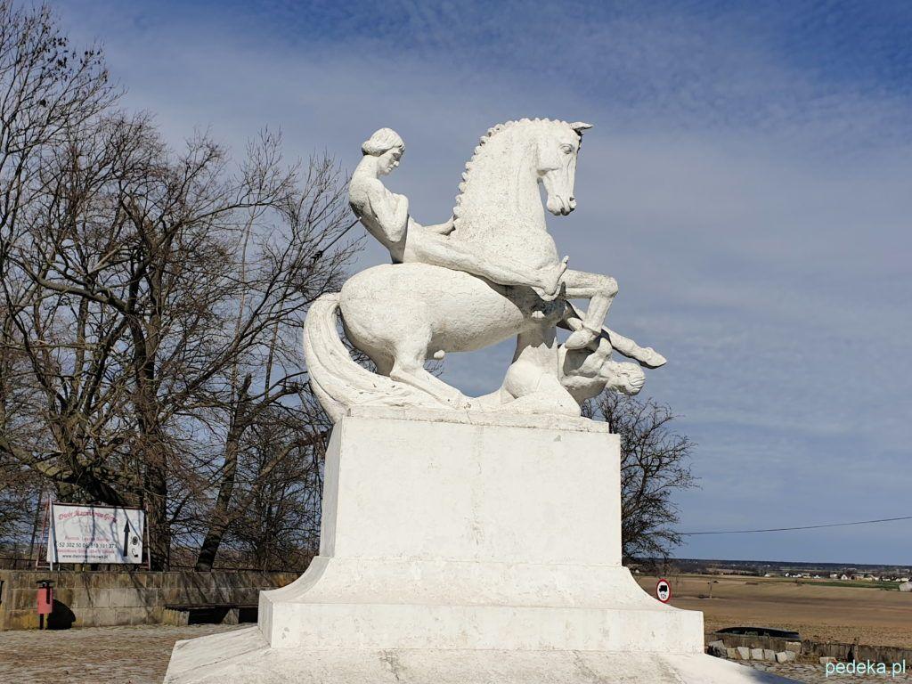 Okolice Gąsawy. Pomnik Leszka Białego
