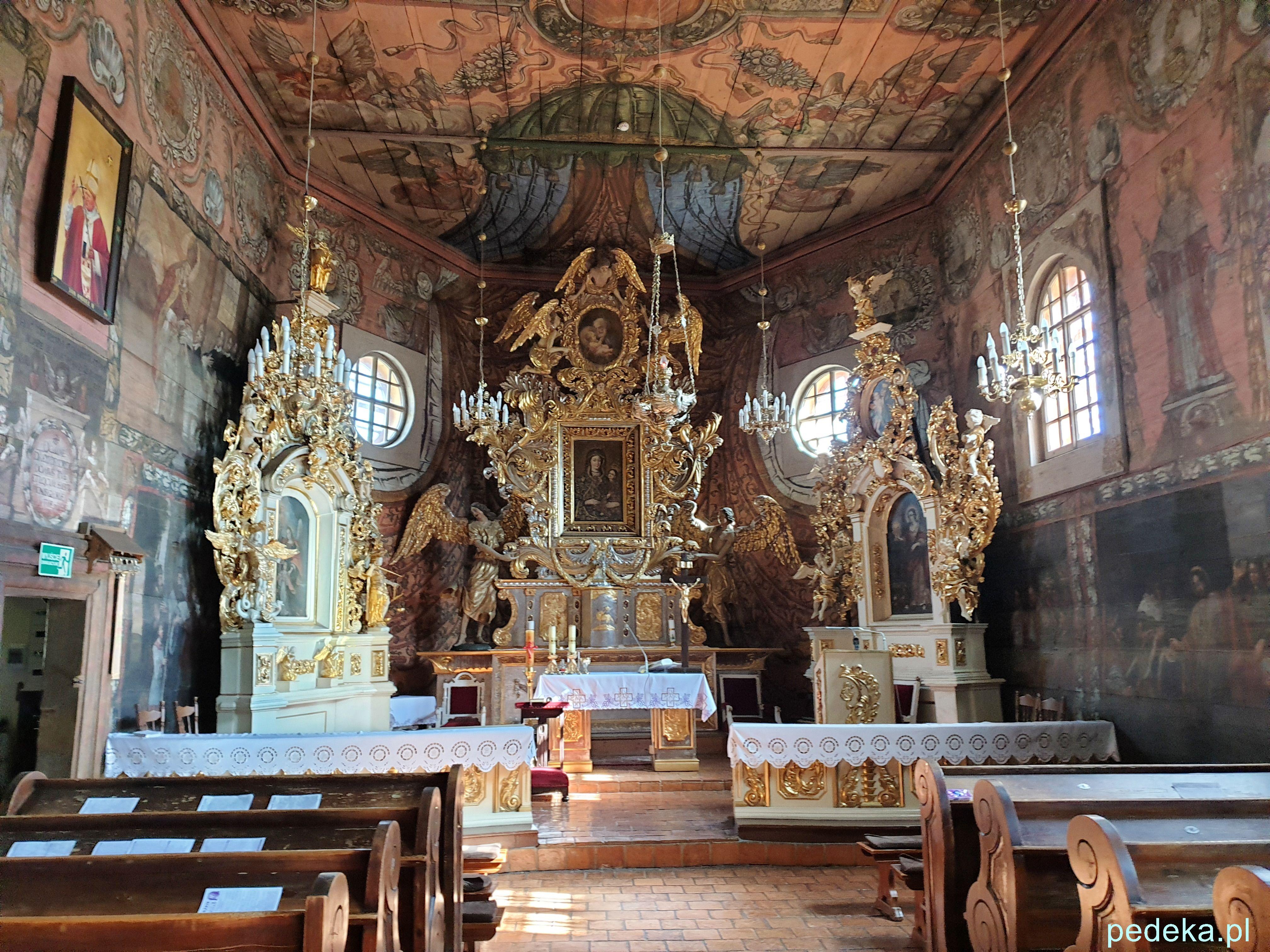 Okolice Gąsawy. Kościół w środku