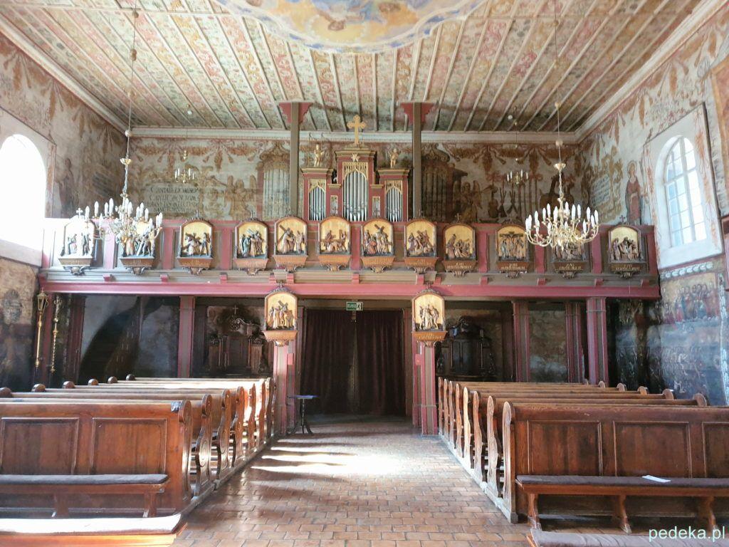 Kościół w Gąsawie. Widok od strony ołtarza