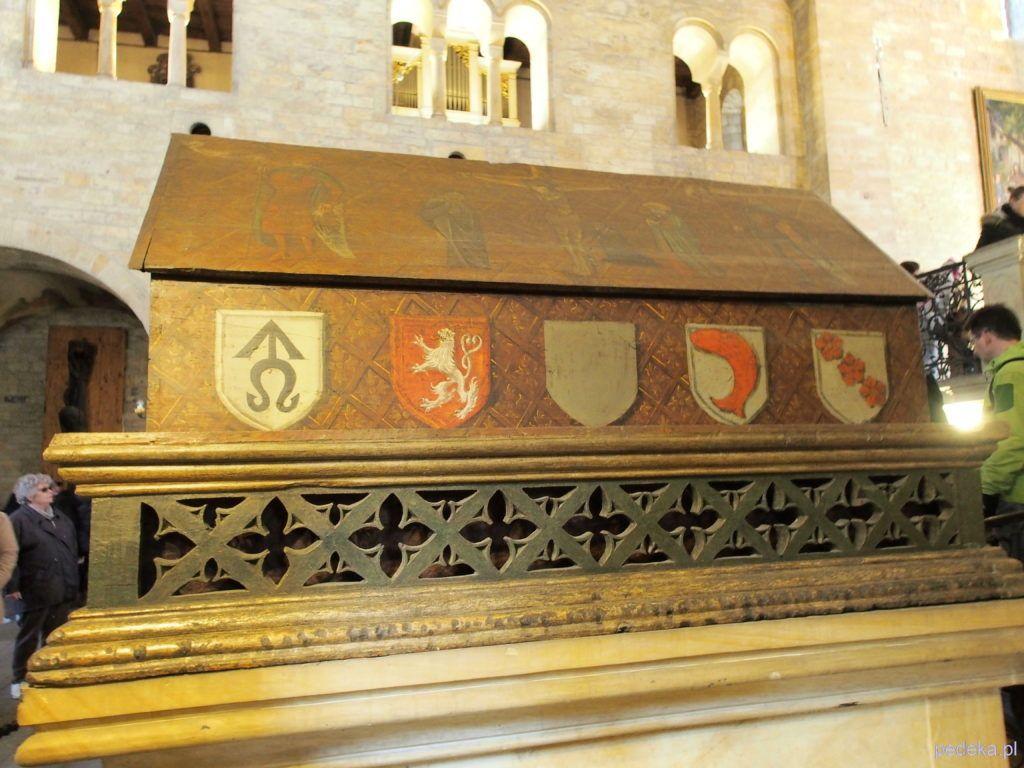 Drewniany grobowiec