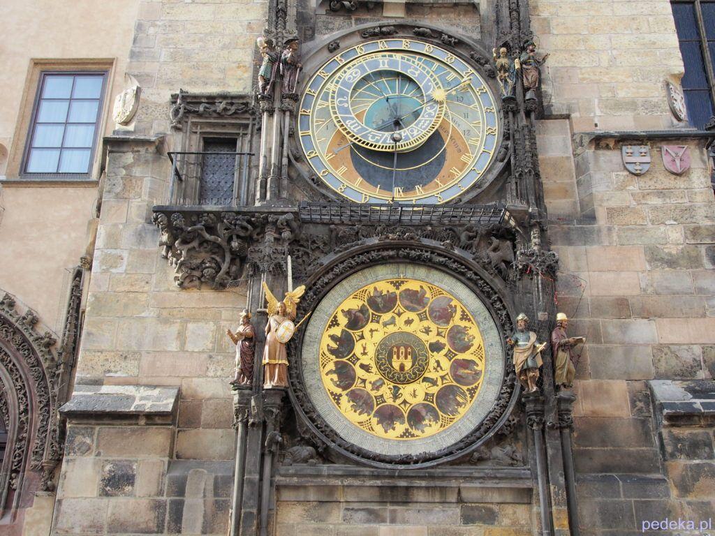 Praski zegar w całości