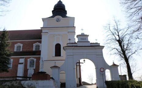 Brama wejściowa na teren klasztoru