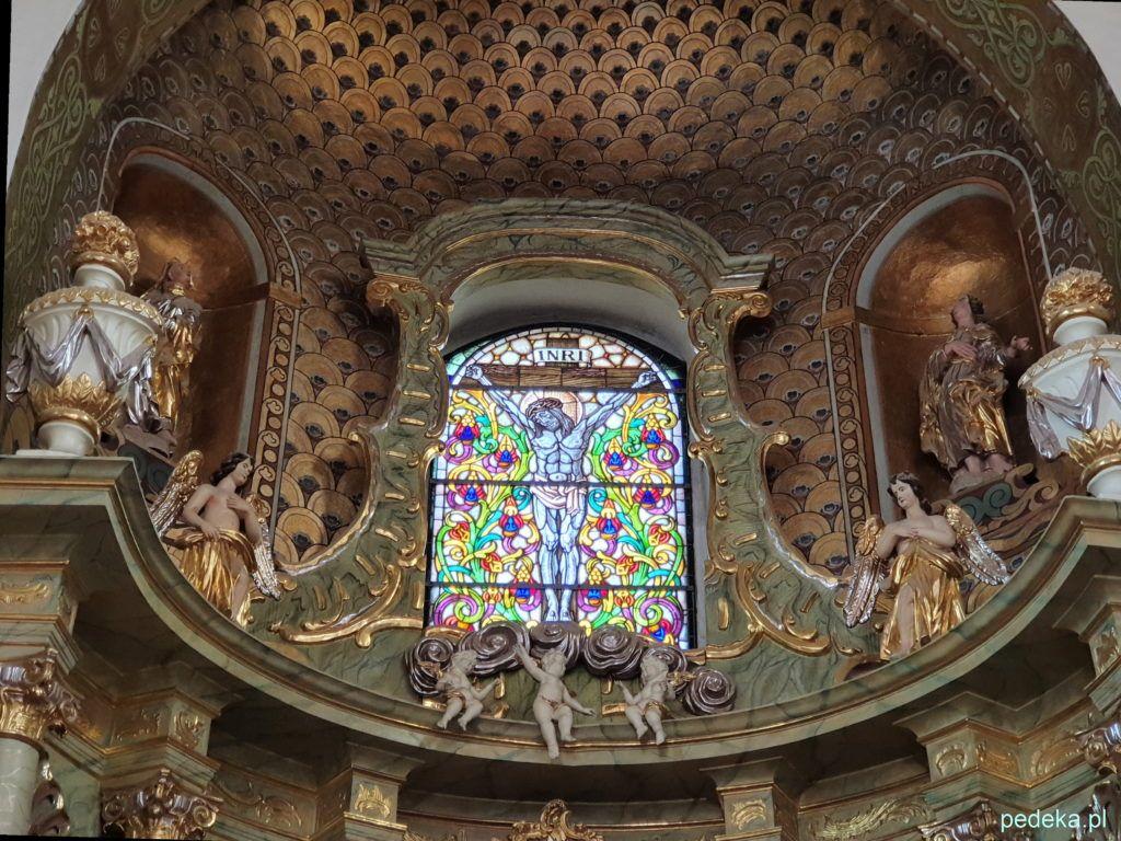 Dekoracje nad ołtarzem