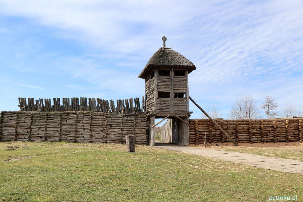 Brama z wieżą