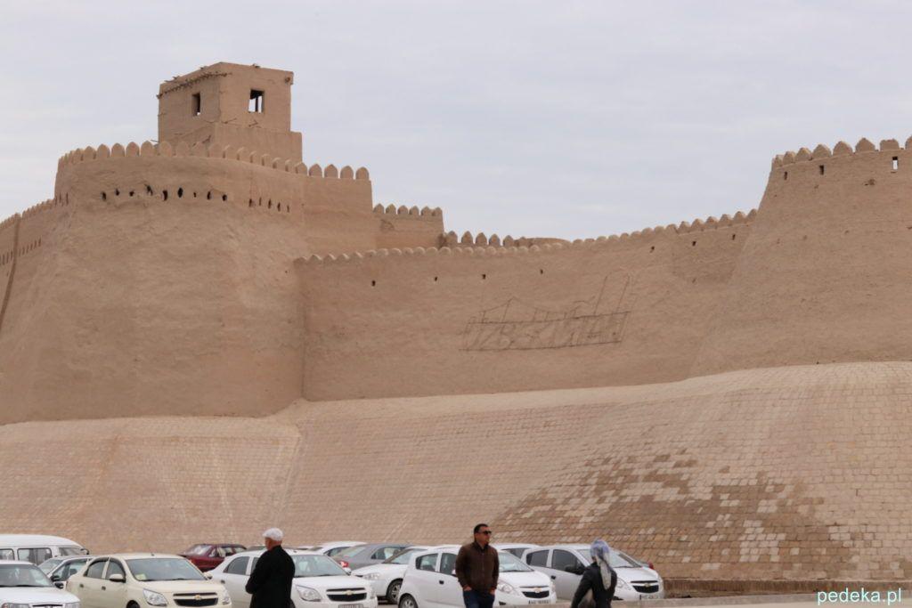 Zwiedzanie Chiwy. Mury okalające miasto wewnętrzne