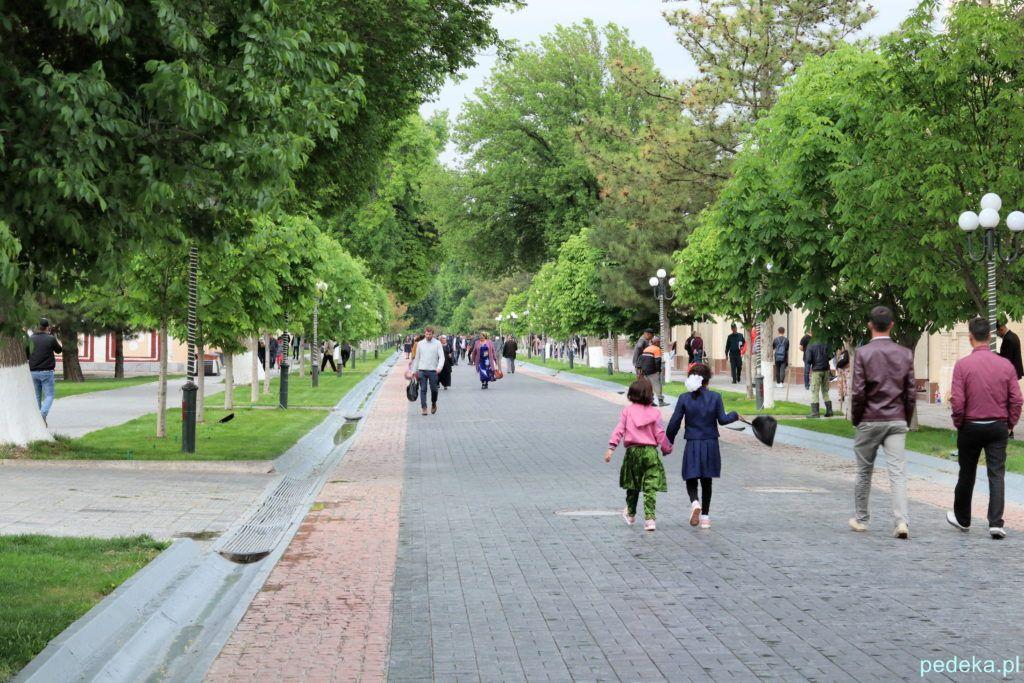 Pierwszy dzień w Sanarkandzie. . Aleja spacerowa