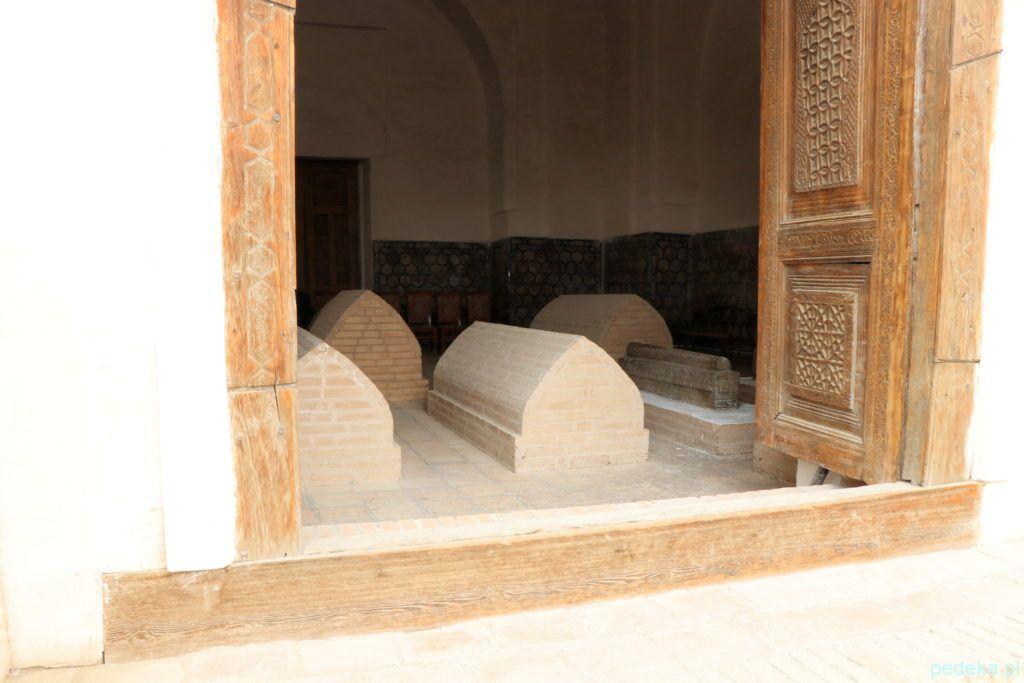 Wewnątrz grobowca