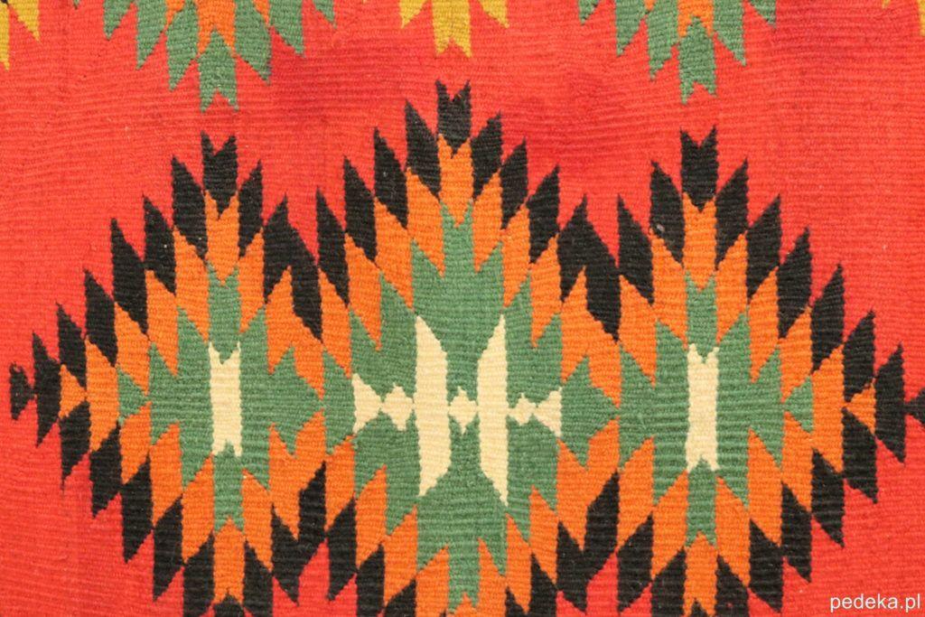 Wzór na dywanie