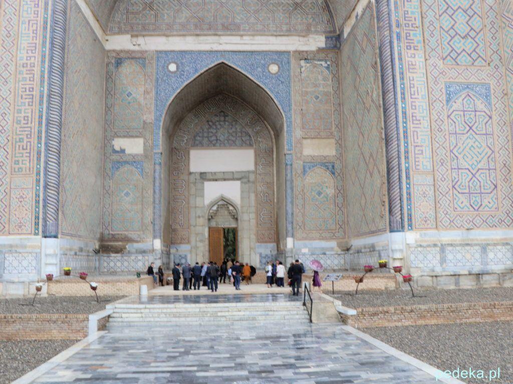 Wejście na teren meczetu