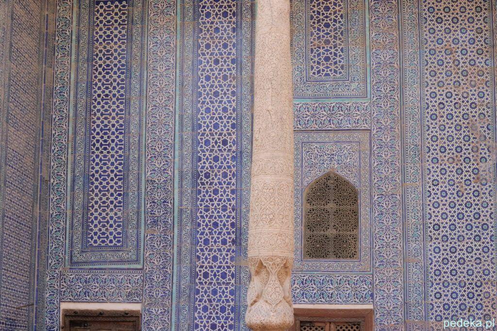 Ozdobne kafle na ścianie pałacu