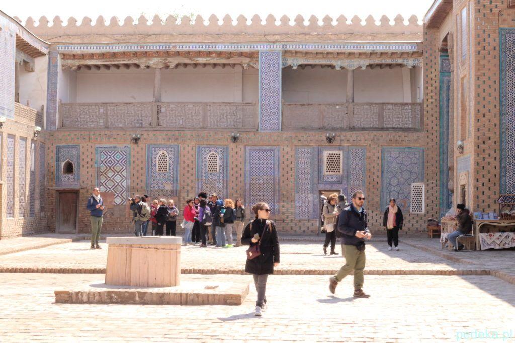 Zwiedzanie Chiwy dzień drugi. Dziedzieniec pałacu