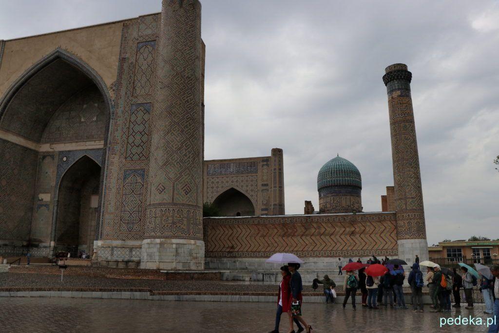 Widok z zewnątrz na meczet