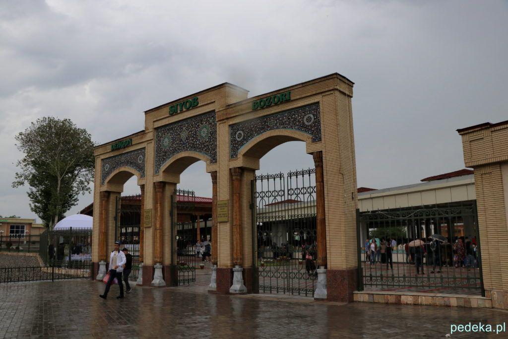 Wejście na bazar