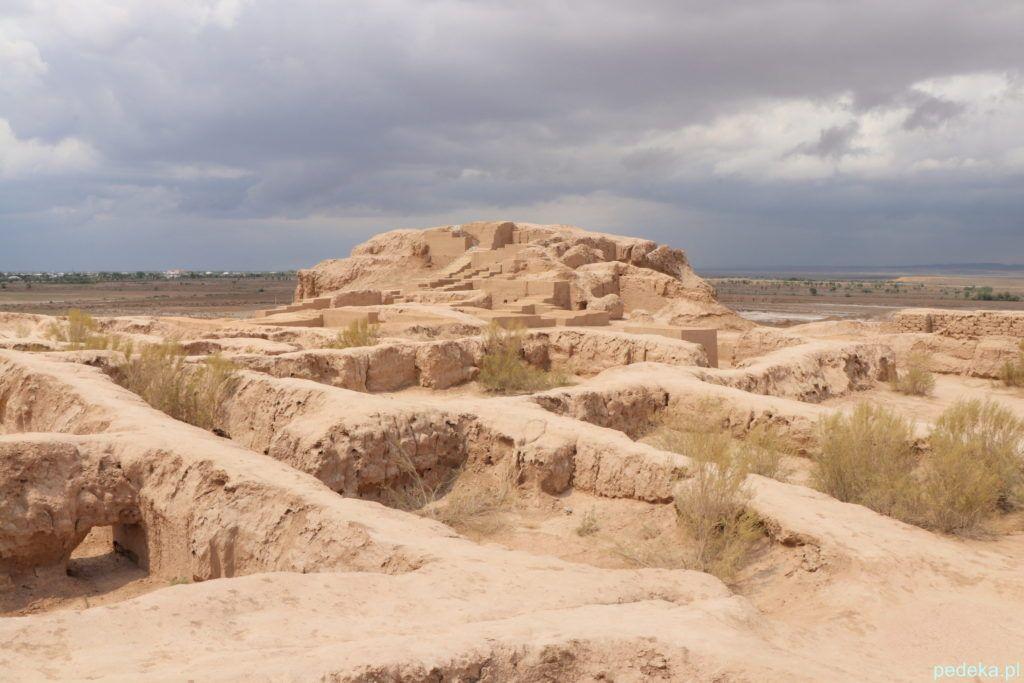 Wycieczka z Chiwy na Pustynię Kyzył-kum. Układ dawnych pomieszczeń