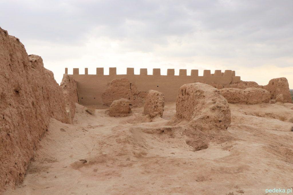 Wewnątrz murów