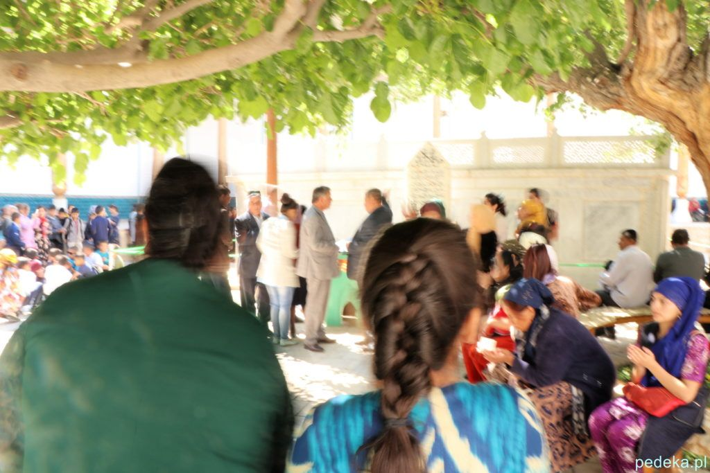 Wycieczka po okolicach Buchary. Modły przy grobie świętego