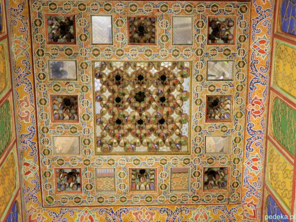 Buchara. Sufit w środku meczetu