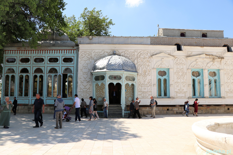 Wycieczka po okolicach Buchary. Wejście do pałacu