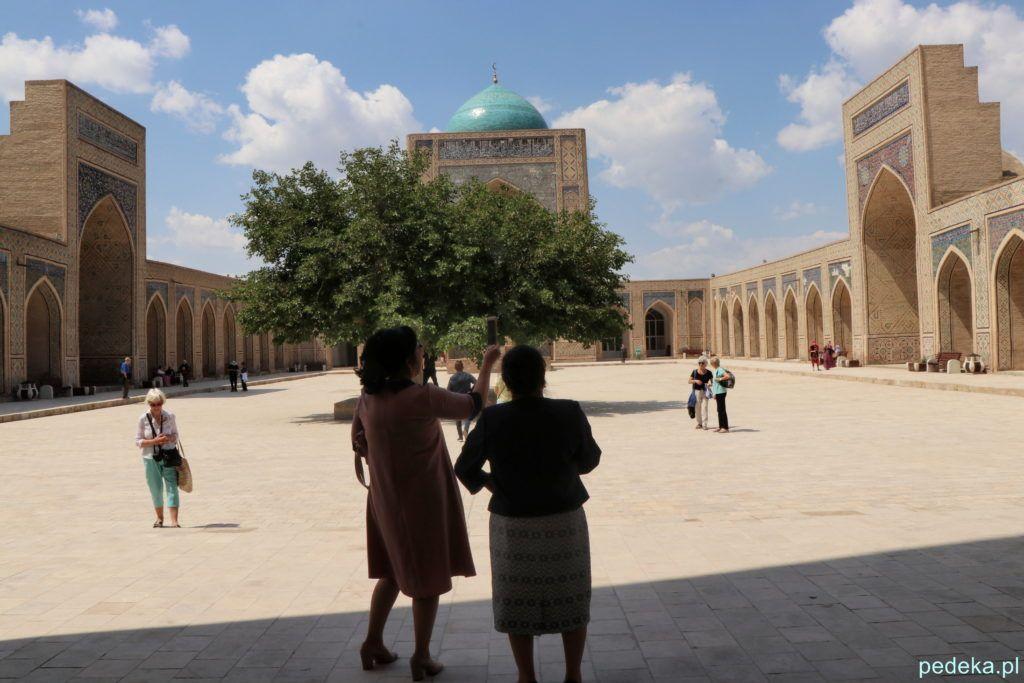 Buchara. Dziedziniec w meczecie