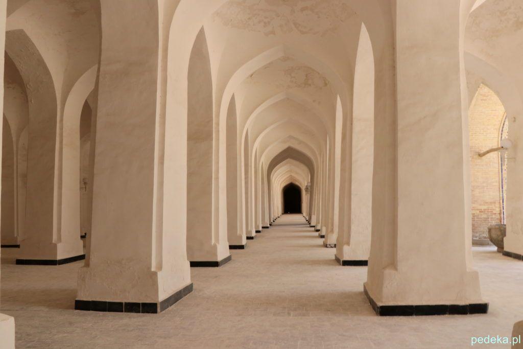Buchara. Las kolumn w meczecie