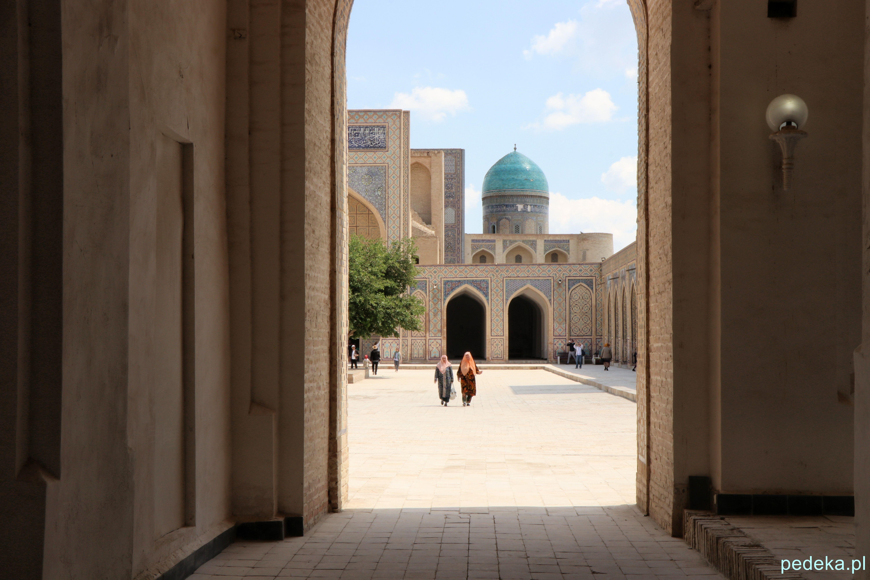 Buchara. Dziedziniec meczetu