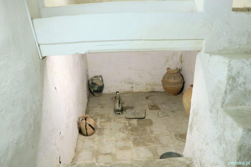 Buchara. Spiżarnia pod pokojem ucznia