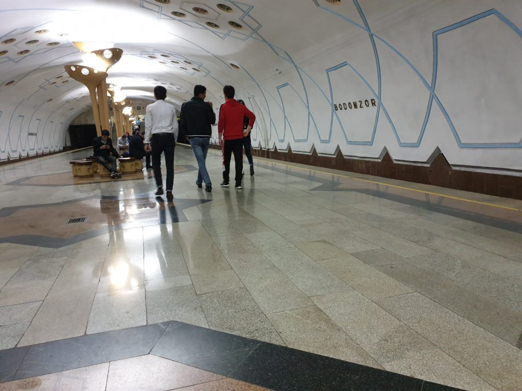 Uzbekistan informacje praktyczneNa stacji metra w Taszkiencie