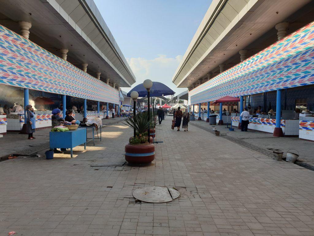 Taszkient. Bazar, stoiska z jedzeniem