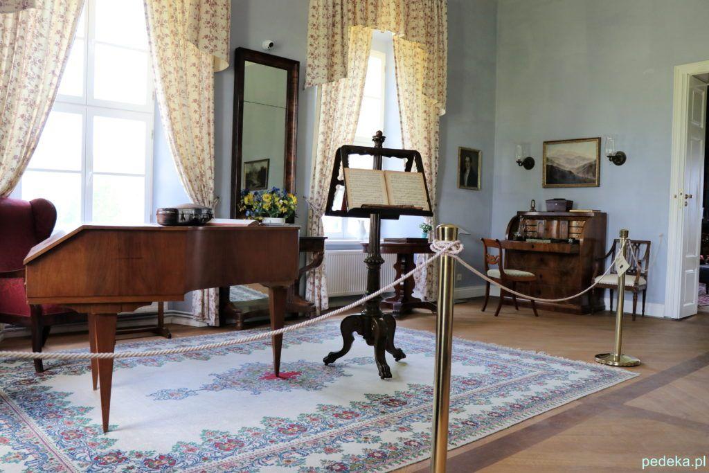 Pałac w Łomnicy, pokój muzyczny z fortepianem