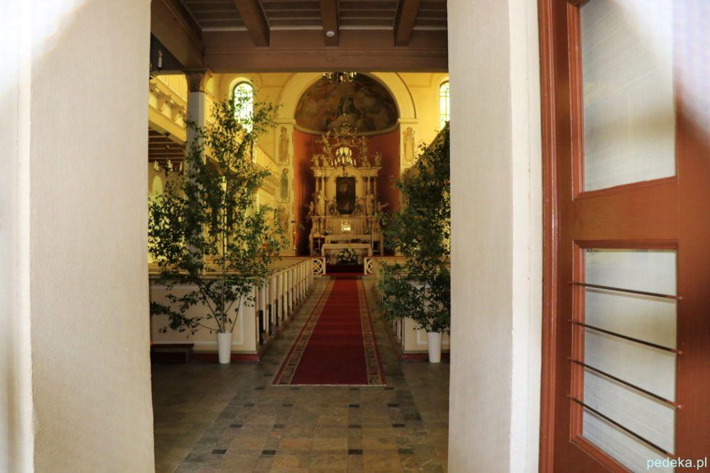 Wnętrze kościoła w Mysłakowicach