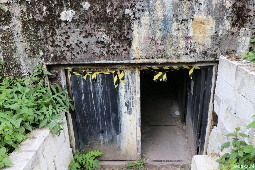 Mamerki. Wejście do bunkru w pierwszym kompleksie