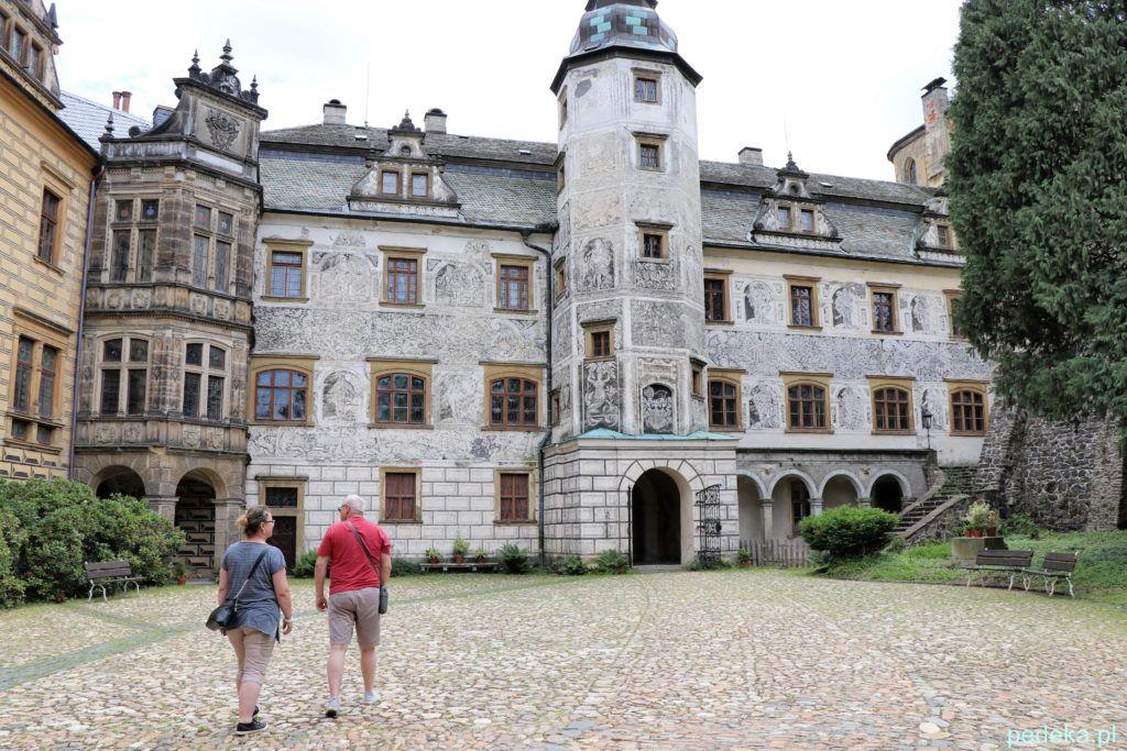Zamek Frydlant w Czechach. Po wejściu na dziedziniec oglądaliśmy wspaniałe sgraffito na ścianie pałacu