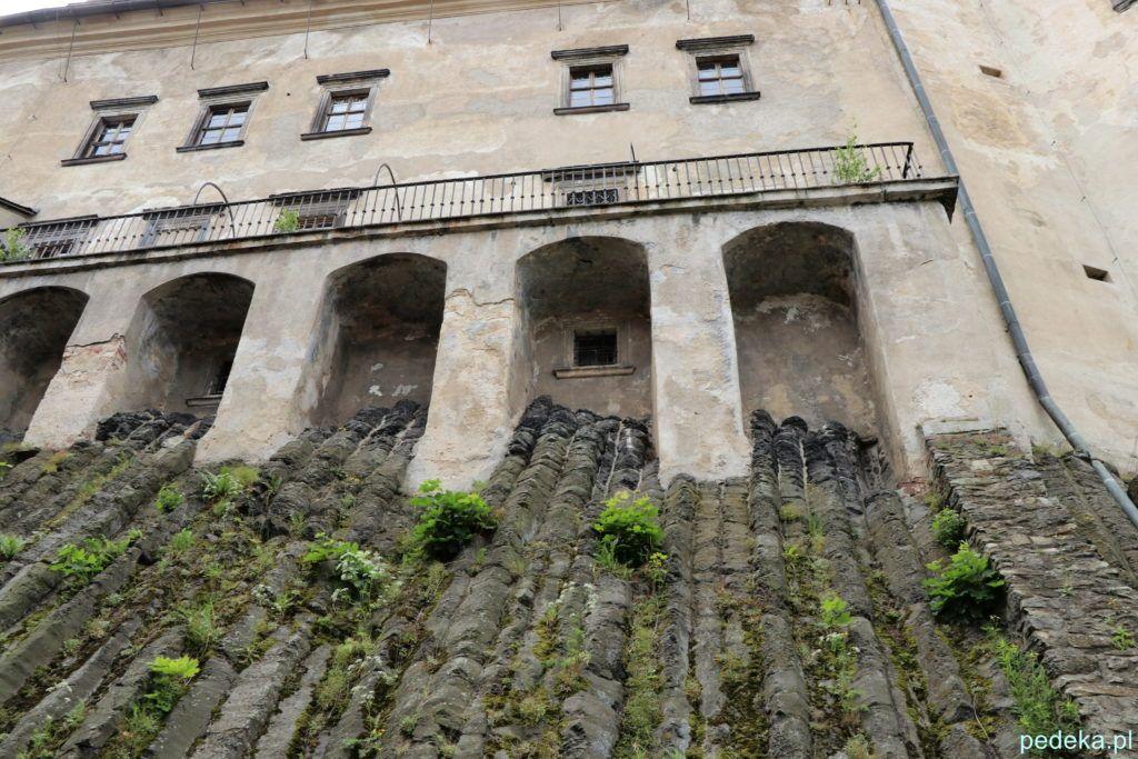 Zamek Frydlant w Czechach. Skała, a na niej zamek