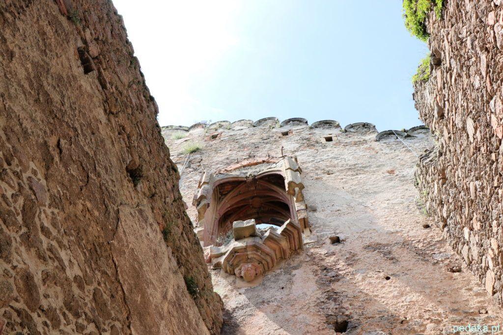Zamek Chojnik, pozostałości po kaplicy