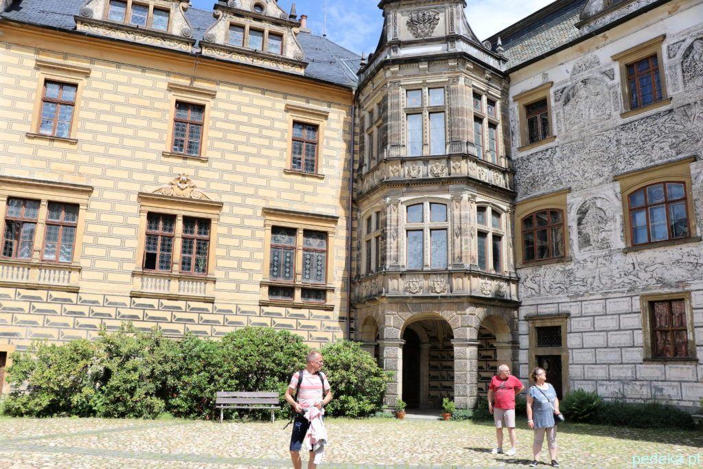 Zamek Frydlant w Czechach. Na jednym z zamkowych dziedzińców