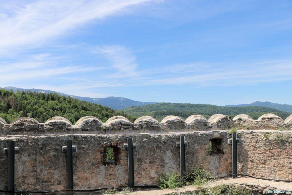 Zamek Chojnik. Widok z wieży na góry