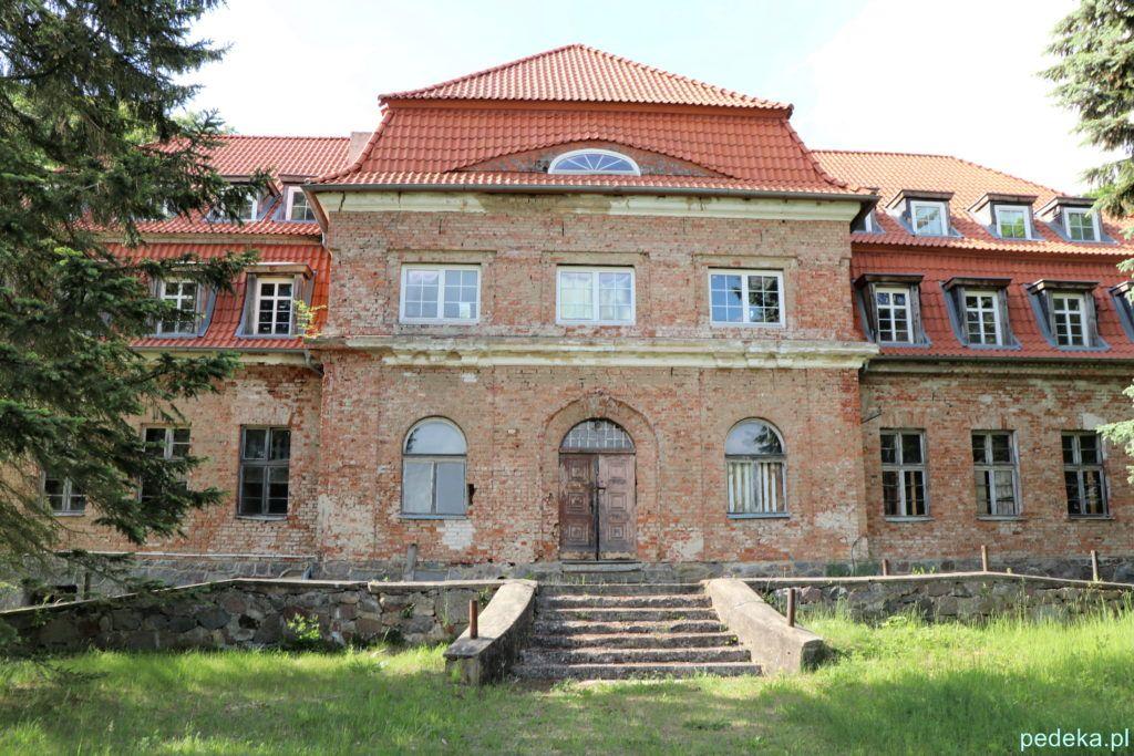 Wejście do pałacu w Okowiźnie