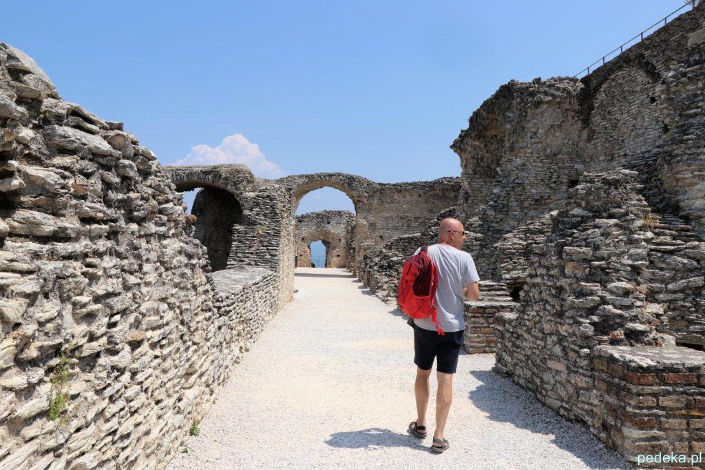 Marcin podziwiający ruiny